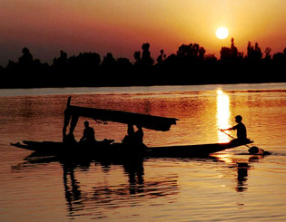 Sunset view of Dal Lake in Srinagar, Kashmir